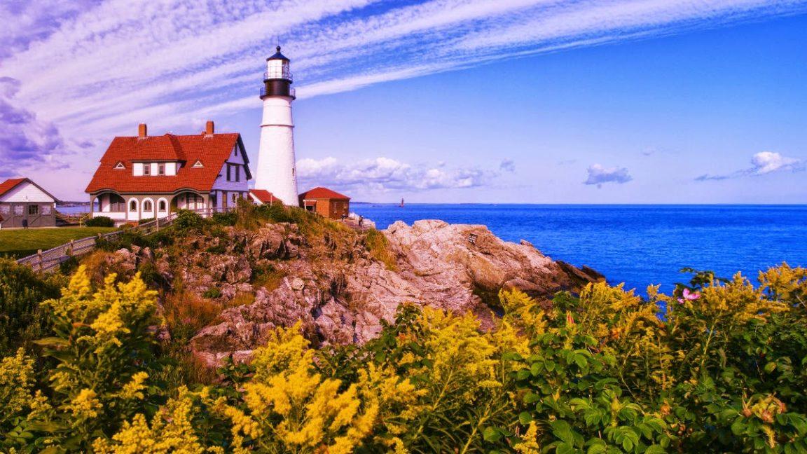 Nueva Inglaterra una región de los Estados Unidos con mucha actividad turística, gracias a ciudades como Boston y Salem, que atraen miles de visitantes anualmente.