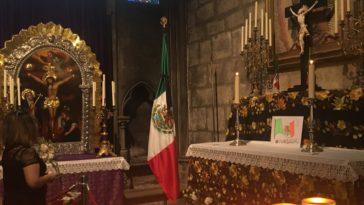 Así se visitaba la capilla a la Virgen de Guadalupe en Notre Dame, París