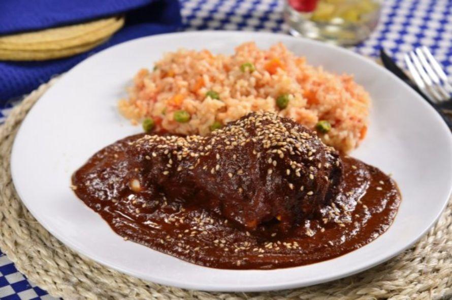 platillos mexicanos comida típica mexicana  mole con pollo